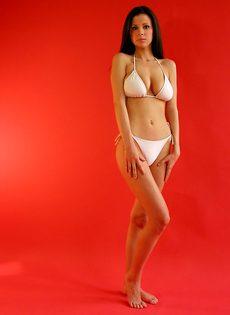 Девушка в белом купальнике - фото #