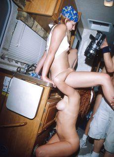 Оргия в автобусе с экстремальными позами - фото #