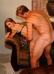 Девушка хоть куда, и в попку даст и в рот возмет - фото #
