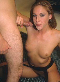 Ей нравится энергичный анальный секс с соседом - фото #