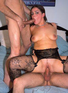 Толстушка согласилась отдаться двум мускулистым спортсменам - фото #