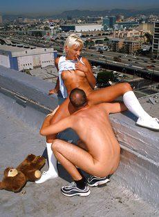 Анальный секс на крыше - фото #