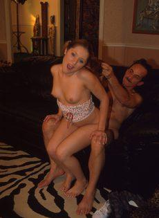 Зрелый мужчина устроил свидание с молодой киской - фото #