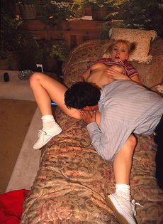 Мужик с волосатой грудью переспал с соседкой - фото #