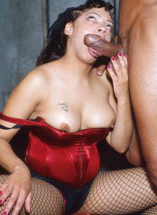 Девушка пьет сперму своего партнера - фото #