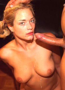 Мужик кончил в ротик сексуальной малышке - фото #