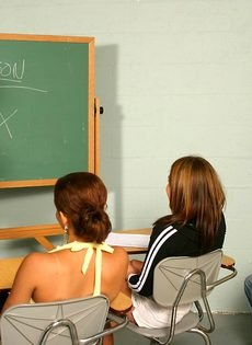 Отсос студенток прямо во время занятия - фото #