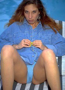 Секс на шезлонге с собственными пальцами - фото #