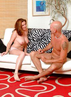 Порно в различных позах со смущенной кандидаткой - фото #