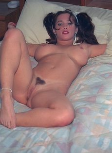 Жаркая мастурбация чупа чупсом в постельке - фото #