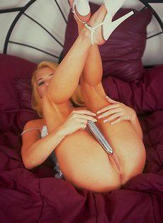 Ласки вибратором половых губ и влагалища - фото #