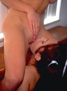Лесбиянка затащила в постель свою подругу - фото #