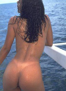 Красивый секс на яхте от мулатки для капитана - фото #