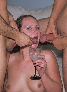 Молоденькая шлюха Холли празднует свой день рожденья в компании самцов - фото #