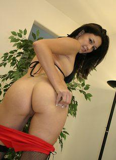 Сексуальная сучка Викки опустошает яйца до последней капли - фото #
