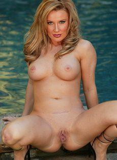 Белокожая шлюшка впервые попробовала секс с негром - фото #