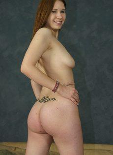 Мужик уговорил на секс стройную шалаву и отодрал её без гандона - фото #