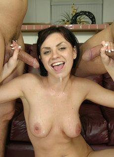 Мужики забрызгали спермой сисястую проститутку - фото #