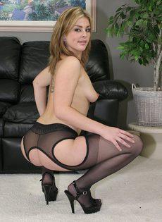 Похотливая секретарша помогла кончить начальнику - фото #