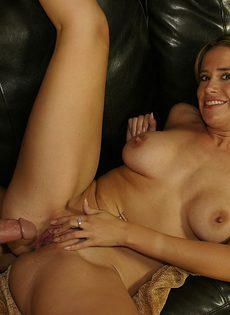 Женщина после секса подставила рот для горячей спермы - фото #
