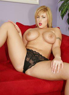 Сисястая давалка кончила несколько раз во время секса с негром - фото #