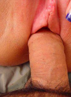 Сексуальная мамочка с большими сиськами предпочитает молодой член - фото #