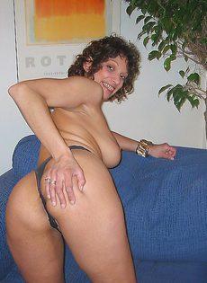 Голая бабуля раздвигает булки - фото #