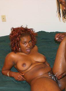 Стройный молодой студент кончил зрелой любовнице на лобок - фото #