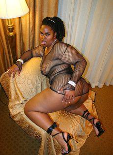 Секс негритянской пышки и её мускулистого друга - фото #
