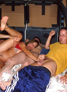 Похотливая жена трахается одновременно с мужем и любовником - фото #