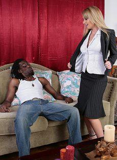 Межрассовый секс в попку - фото #