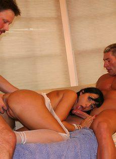 Секс со зрелой красавицей в два члена - фото #