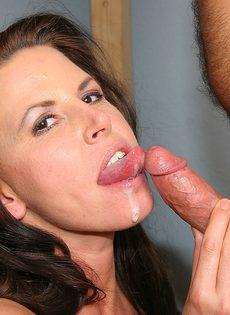 Порно с женой в пустой комнате - фото #33