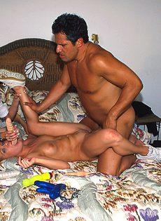 Мужику повезло заняться сексом с двумя блондинками - фото #