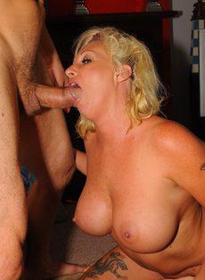 Зрелые любовники занимаются сексом - фото #