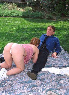 Студентка отсосала у препода и позволила трахнуть себя - фото #