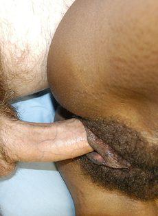 Секс с худой чернокожей небритой пилоткой - фото #