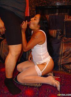 Секс со зрелой бабой с небритой киской - фото #