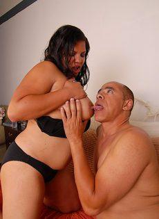 Жирные Латина LadySpice получает много спермы на сочную пиздень - фото #