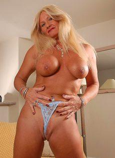 Голая бабушка Рокси - фото #