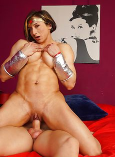 Косплей-сценка секса с латинской культуристкой с большими сиськами - фото #