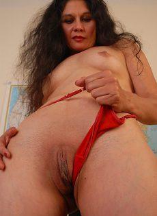 Бабушка Кармен хвастается прекрасно сохранившимся голым телом - фото #