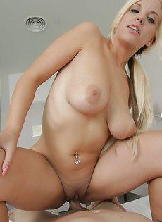 Только секс в обе дырки может удовлетворить ненасытную блондинку - фото #