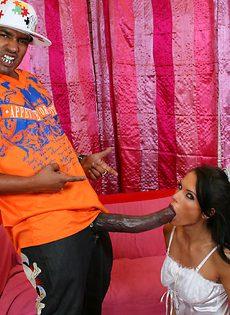 Невеста в шоке от гигантского члена с которым, ей хочется подтрахаться - фото #