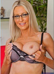 Секс фото Эммы Старр (Emma Starr) в очках и сексуальном нижнем белье - фото #9