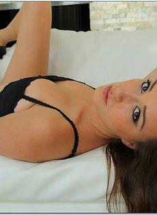 Потрясающая красотка с упругой задницей Виктория Рей Блэк - фото #