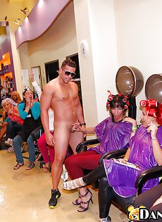 Групповой минет на корпоративной вечеринке - фото #