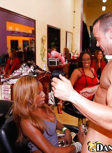Секс вечеринка в салоне красоты - фото #3