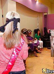 Секс вечеринка в салоне красоты - фото #4