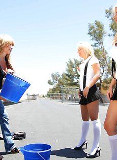 Грудастая студентка ебется в очко - фото #